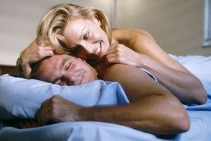 Playful-couple-in-bed